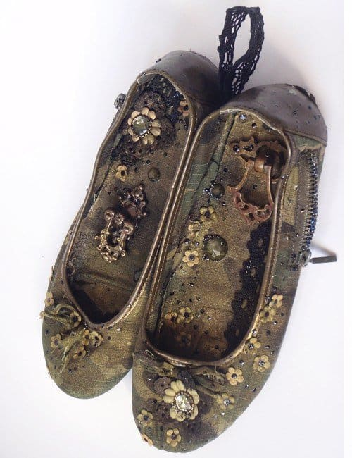 Old Shoes Reused For Storing Accessories Do-It-Yourself Ideas