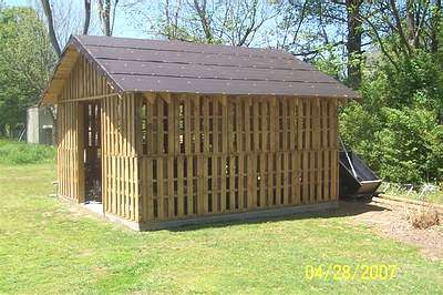 Shed Made From Reclaimed Pallets Home Improvement Recycled Pallets