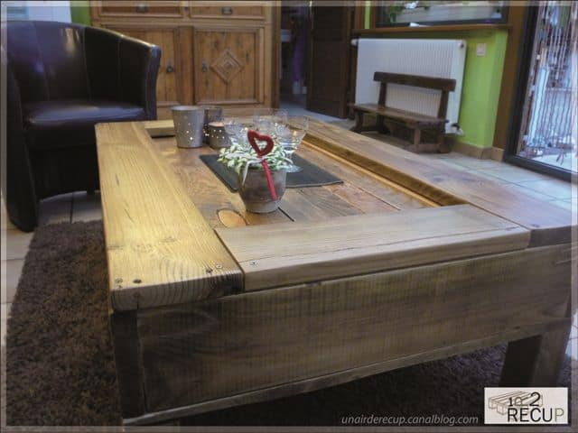 palette 5E 04 2 Pallets coffee table in wood pallets 2 furniture  with Wood / organic Pallets organic Furniture Coffee Table