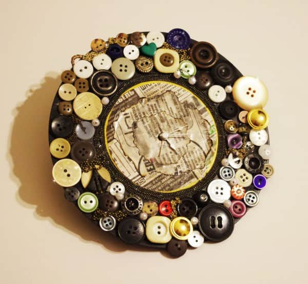 Old button clock Do-It-Yourself Ideas