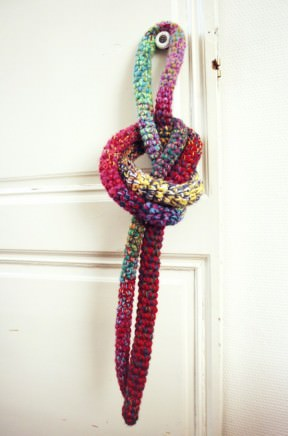 Skipping-rope with leftover yarn