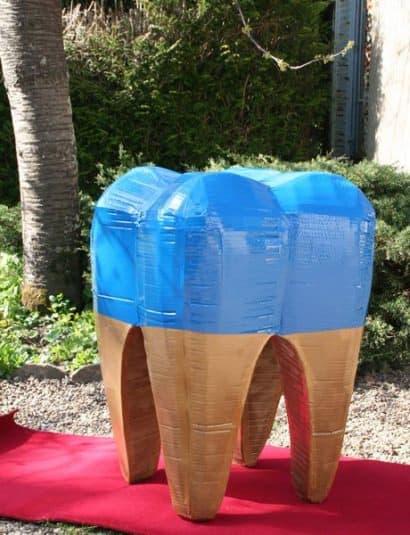 Cardboard tooth pouffe