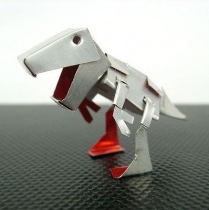 Dinosaur can