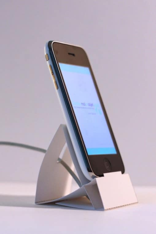 DIY : Iphone paper stand dock Do-It-Yourself Ideas Recycling Paper & Books