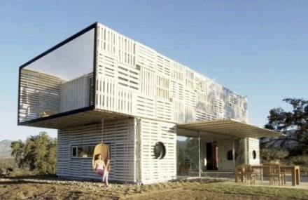 Manifesto house made with pallets and shipping containers