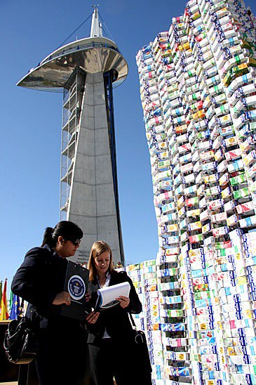 milk castle2 50 000 milk cartons castle (Guinness world record) in social packagings  with Sculpture Package Milk castle Cardboard 