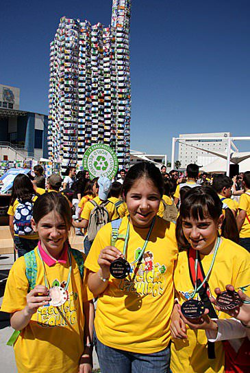 milk castle4 50 000 milk cartons castle (Guinness world record) in social packagings  with Sculpture Package Milk castle Cardboard 
