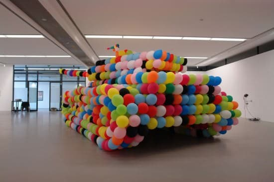 Balloon Tank Interactive, Happening & Street Art Recycled Art