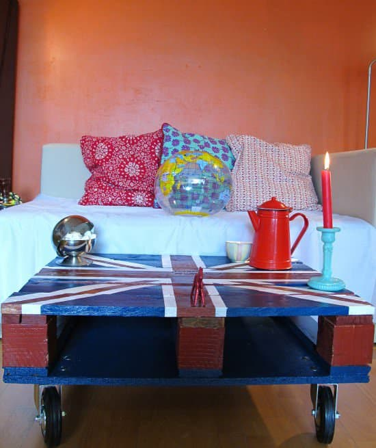 God saved my pallet union jack coffee table recycled for Table basse palette roulette