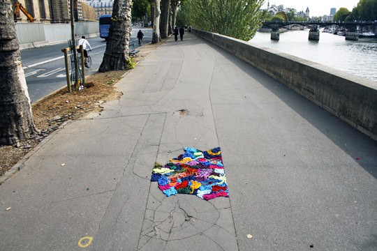 Nid de poule project in social art fabric  with Yarn Street Art concrete Color