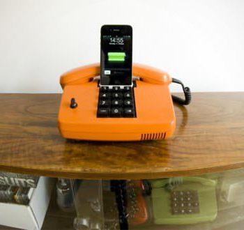 Retro iPhone Docking Station
