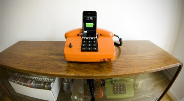 Retro Iphone Docking Station Accessories Do-It-Yourself Ideas Recycled Electronic Waste