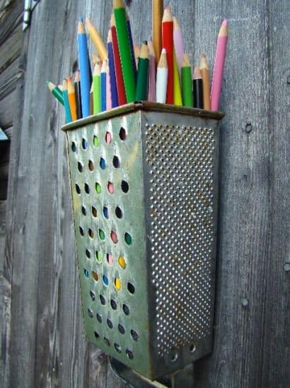 DIY : Cheese grater pencil holder
