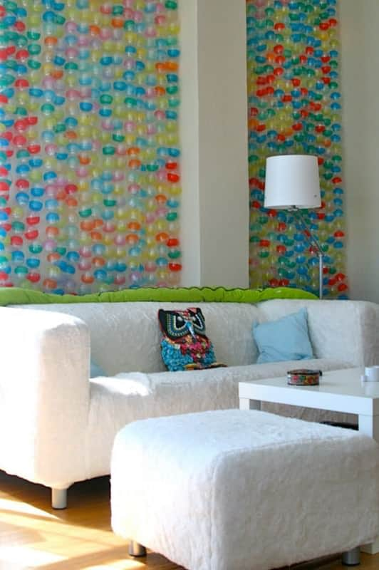 Landlord-compliant wallpaper from recycled toy bubble capsules Accessories Do-It-Yourself Ideas