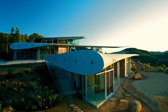 Boeing 747 wing house in metals architecture  with wing Plane House