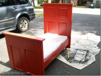 Door –> toddler bed !