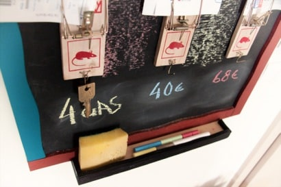 Mouse traps bill and key holder + blackboard reminder !