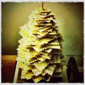 "DIY : Make a paper ""pine tree"" from upcycled materials"