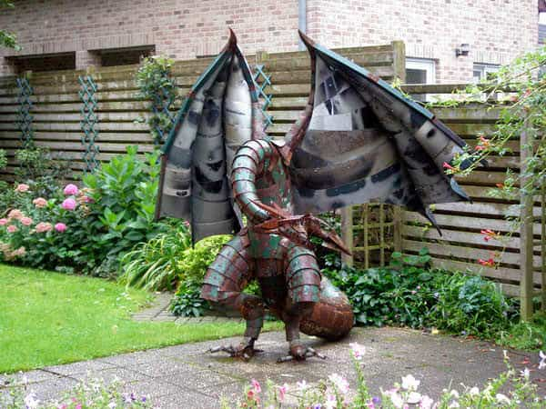 Dragon of scrap metal in art metals  with Sculpture Recycled Art Metal dragon
