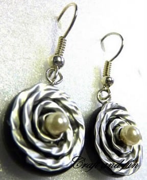 DIY: Recycled coffee capsules earrings