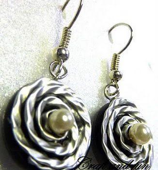 DIY: Recycled coffee capsules earrings