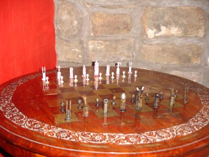 Blots chess pieces!