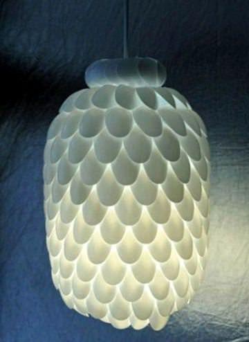 DIY : Plastic spoon chandelier