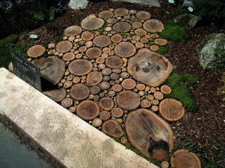 Sliced wood –> garden wood path