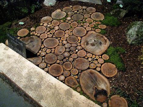 Sliced Wood –> Garden Wood Path Do-It-Yourself Ideas Wood & Organic