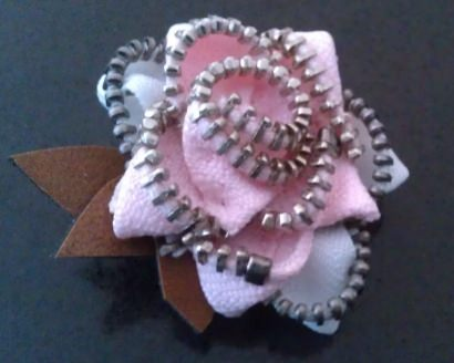 Upcycled Zipper Brooches for Breast Cancer Awareness