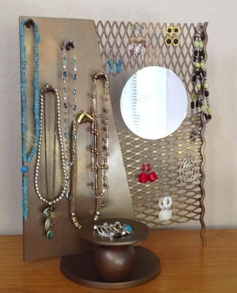 From scrap metal to jewelry stand Accessories Recycling Metal Upcycled Jewelry Ideas