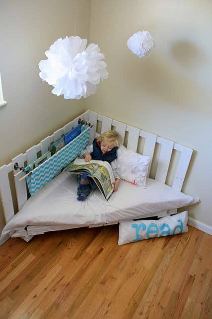 palletreadingnook2 DIY : Pallet reading nook in pallets 2 diy  with Pallets Kid DIY