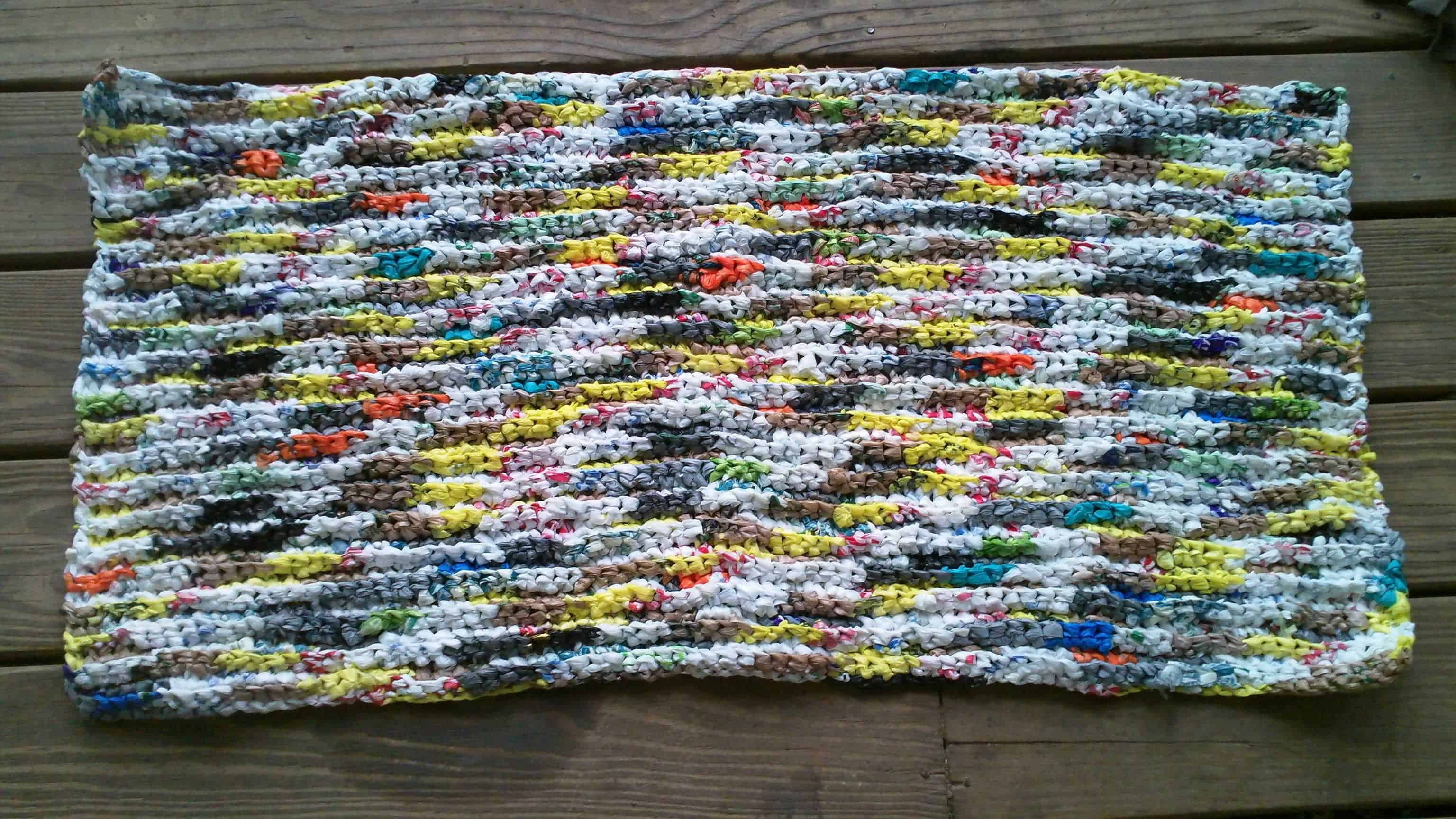Crocheting Mats From Plastic Bags : Colorful Plastic Bags Door Mat ? Recycled Ideas ? Recyclart