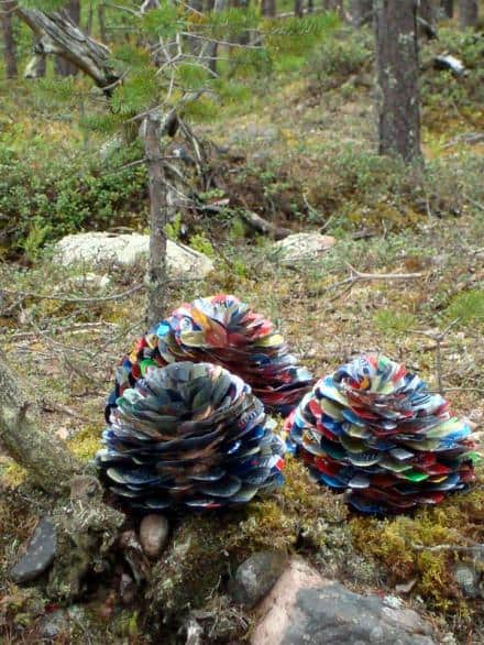 Pine cones made of beer cans