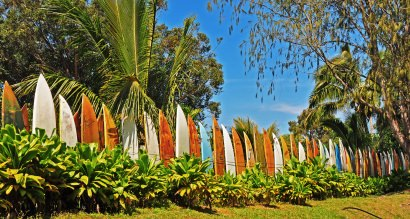 Repurposed surfboard fence – endless summer