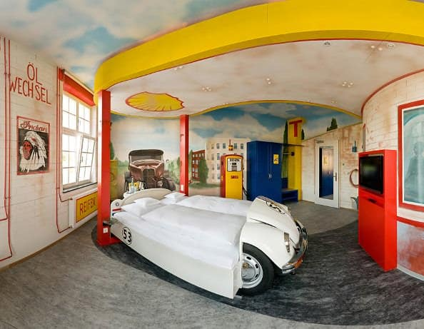 V8 Hotel Themenzimmer Tankstelle 01 Hoppe Cars repurposed as beds in social architecture  with Room hotel Automotive