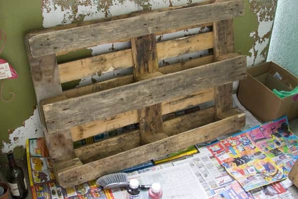 DIY: 'Up cycled' Palette Bookshelf in pallets 2 diy  with Upcycled Recycled Pallets Painting DIY