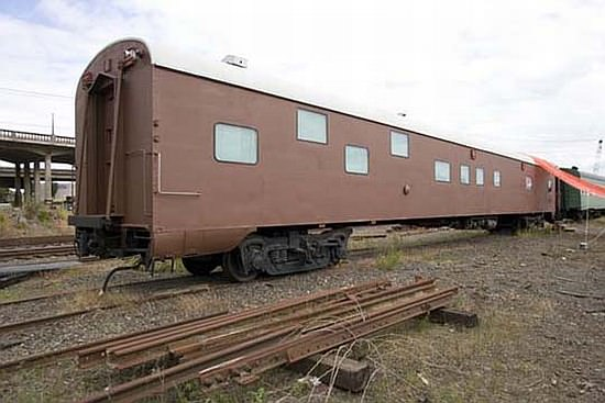 train car2 yRmXD 69 1949 sleeper car converted into luxurious home in social architecture  with train House Appartment