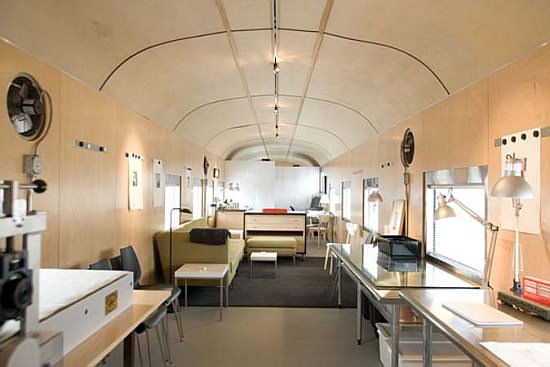 train car3 IsGiG 69 1949 sleeper car converted into luxurious home in social architecture  with train House Appartment