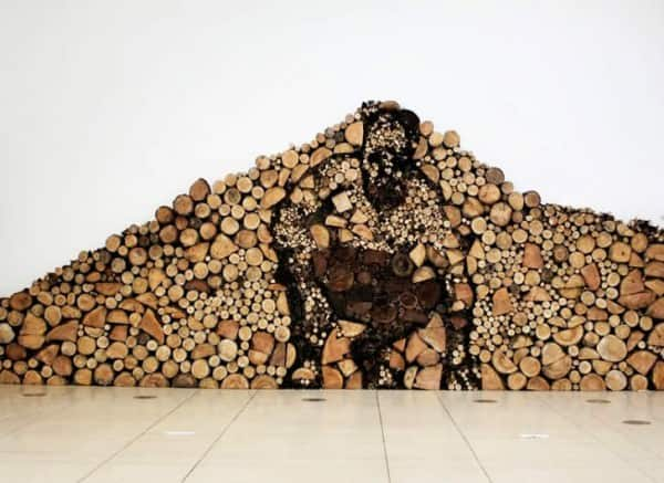 Wood logs Art in wood art  with Wood Recycled Art logs installation