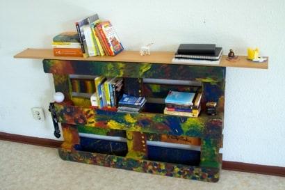 DIY: 'Up-cycled' Palette Bookshelf