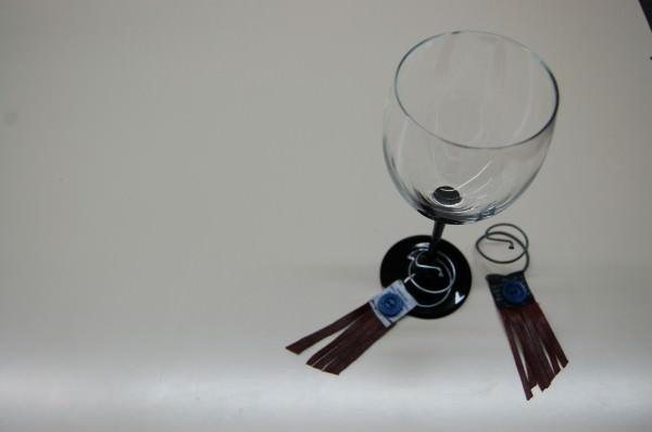 Identifiers for glasses of wine in metals accessories  with Wine tag Metal Glass Button Bike