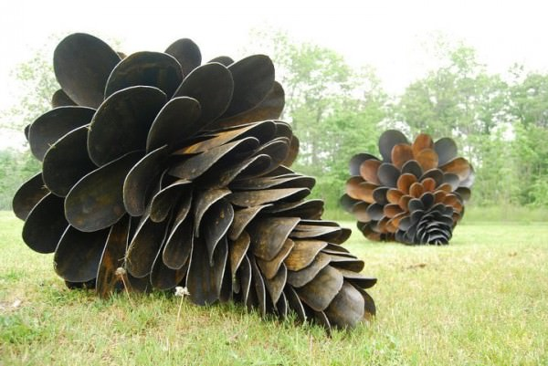 giant pine cones 600x401 Giant pine cones from old shovels in metals  with Pine cone Garden 