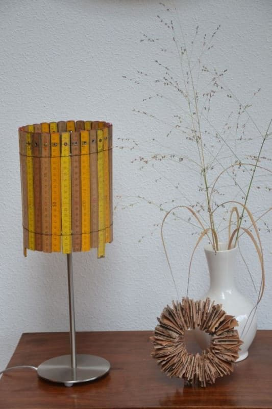 lampje van duimstokken2 533x800 Lamp made of rulers in lights diy accessories  with Yardstick rulers Lamp DIY