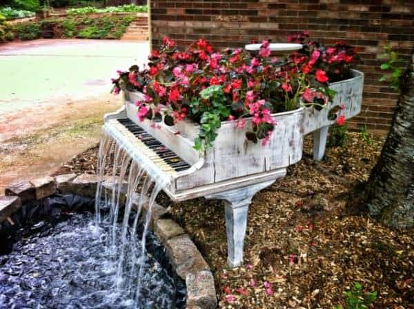 Piano to water fountain in furniture architecture  with Piano Garden fountain