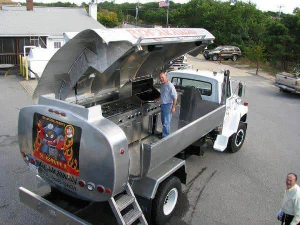 Rolling Stainless Steel Kitchen Converted from an Oil Truck : X-grill Do-It-Yourself Ideas Interactive, Happening & Street Art Mechanic & Friends Recycling Metal
