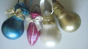 Light bulbs into Xmas tree ornaments