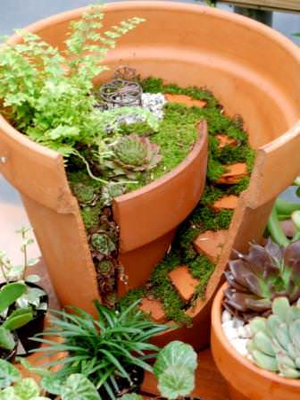 Mini garden broken pot Mini garden in diy  with miniature Garden clay pot 
