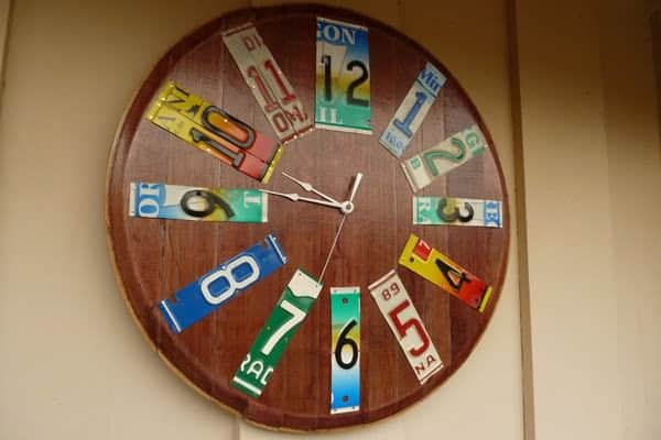 clock left2 600 pix Its about time in metals accessories  with wine barrel head wine barrel art wall clock timepiece license plates license plate sculpture license plate art clock