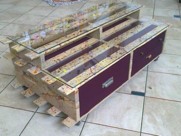 pallet7 600x450 Palletmobili: pallets furniture in pallets 2 furniture  with Pallets headboard Furniture cabinet